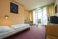 Familia Hotel szép és tágas akciós hotelszobája Balatonbogláron