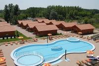 Cserkeszőlői bungaló wellness szolgáltatással és kültéri medencével