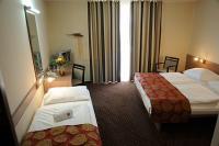 Szabad háromágyas hotelszoba Siófokon a CE Plaza Hotelben a Balatonnál