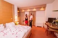 Hotel Corvus Aqua elegáns és romantikus hotelszobája Gyopárosfürdőn