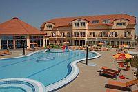 Aqua-Spa Hotel 4* külső élménymedencéje Cserkeszőlőn