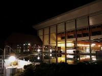 Wellness Hotel Bük - esti kép a külső medencéről