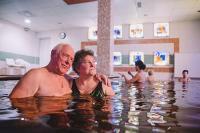 Hotel Elixír gyógyvizes medencéje Mórahalmon akciós wellness hétvégére