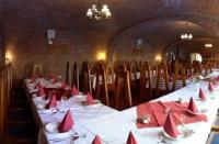 Fodor Hotel étterme a román határ közelében, speciális halkülönlegességekkel