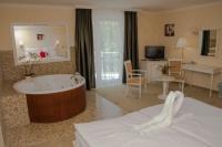 Jakuzzis hotelszoba Miskolctapolcán a Calimbra Wellness Hotelben