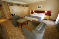 Dráva Hotel franciaágyas szép hotelszobája Harkányban a híres gyógyforrás közelében