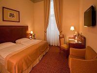 Hotel Magyar Király Székesfehérvár, akciós felújított kétágyas szoba