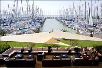 Hotel Marina Port panorámás kilátással a yachtkikötőre és a Balatonra