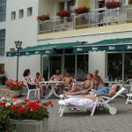 Hotel Nagyerdő terasza Debreceni a Nagyerdő és a híres fürdő közelében