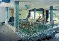 Termálvizű medence a debreceni Nagyerdő szállodában