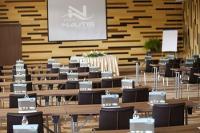 Modern konferenciaterem és rendezvényterem a Velencei-tónál