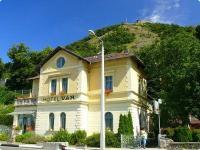 Vár Wellness Hotel és Kastélyszálló Visegrádon, panorámás szobákkal a Dunára