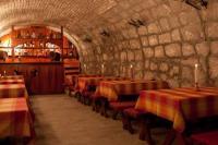 Vár Hotel Wellness és Kastélyszálló Visegrádon szép étteremmel és borozóval